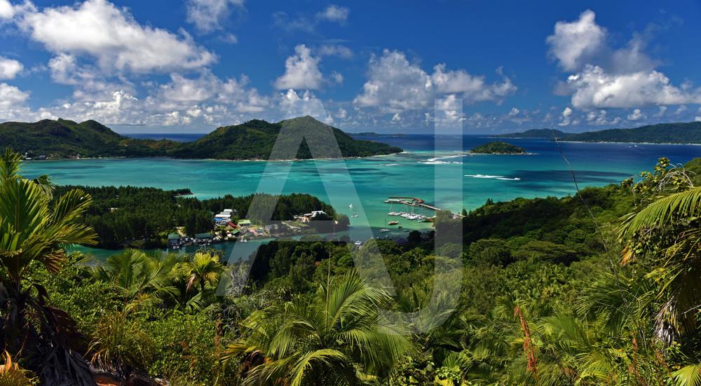 <i>Baie Sainte Anne, Mahé (Seychelles)<i>