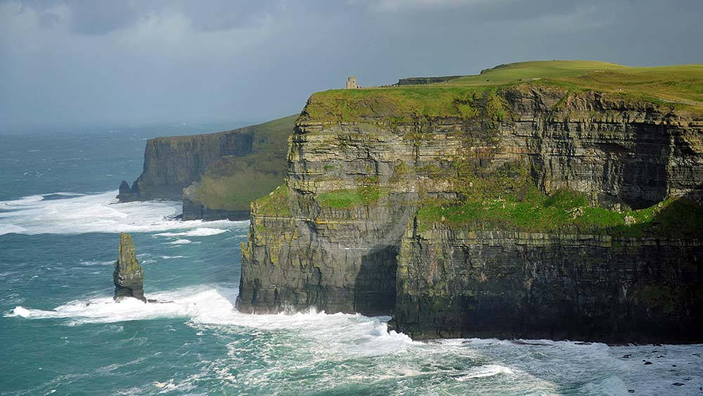 <i>Cliffs of Moher (Irland)<i>