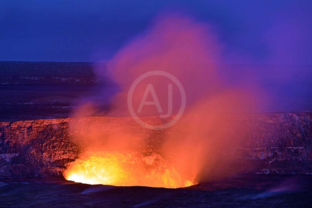 <i>Kilauea Caldera, Hawaii (USA)<i>