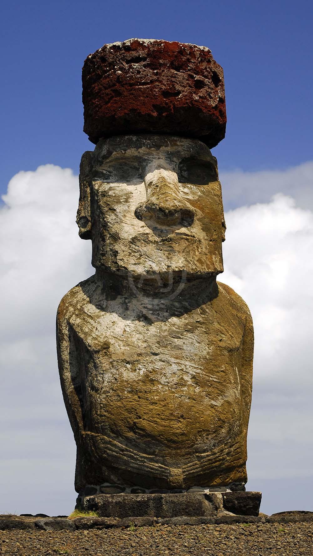 <i>Ahu Tahai, Easter Island (Chile)<i>
