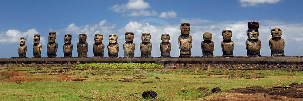 <i>Ahu Tongariki, Easter Islands (Chile)<i>