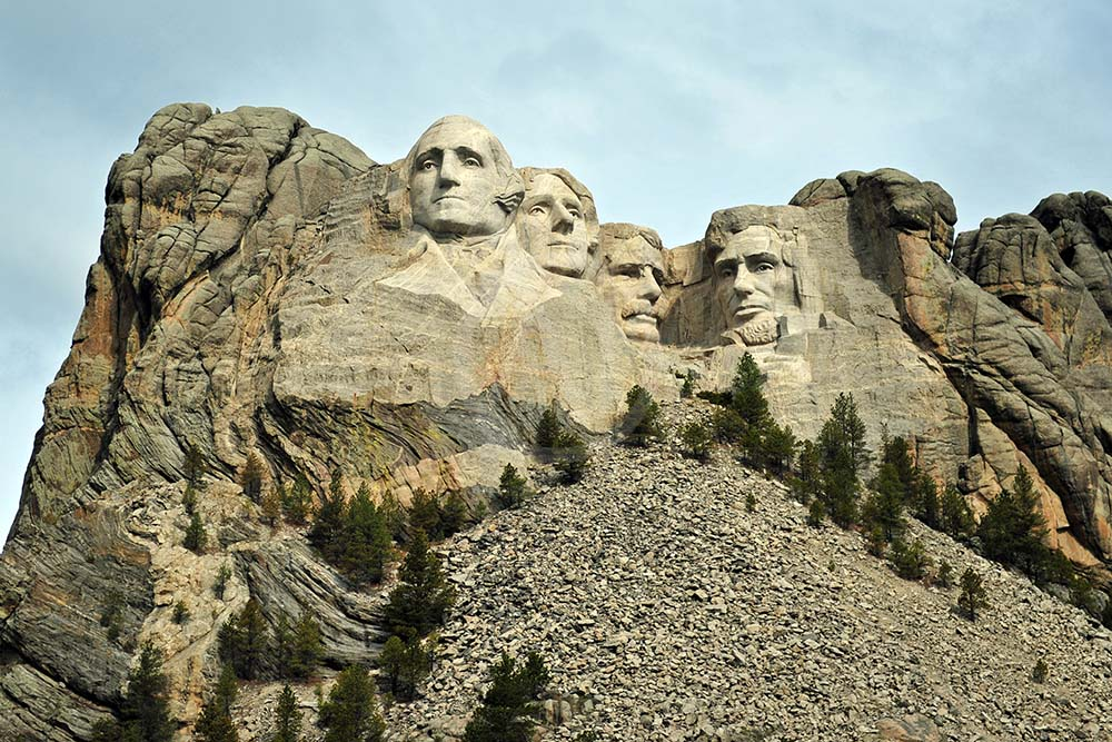 <i>Mount Rushmore, South Dakota<i>