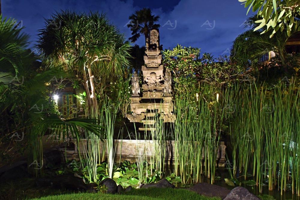 <i>Seminyak, Bali (Indonesia)<i>