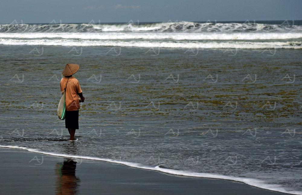 <i>Pekutatan Beach, Bali (Indonesia)</i>